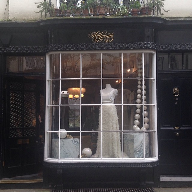 So pleased to lend my giant pearls to @halfpennylondon – the perfect setting! #pearls #giantpearls #ceramics #earrings #necklace